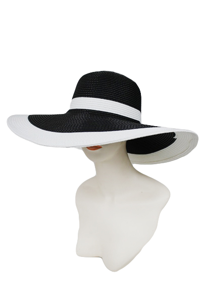 A floppy hat can make a good artistic outfit when you put it together with other black or white pieces. For this outfit, you can wear a comfy white sweater with black leather pants. Complete the outfit with leather ankle boots and the black hat.